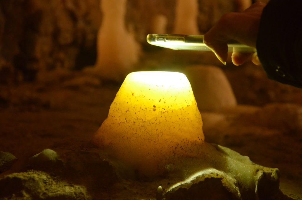 la grotte la merveilleuse, la blancheur d'un stalagmite