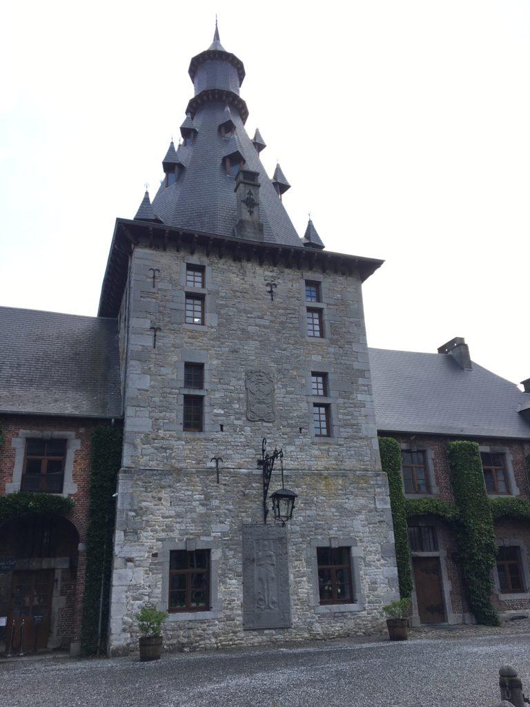 les vins bio belges du château de Bioul. la tour Grimaud.