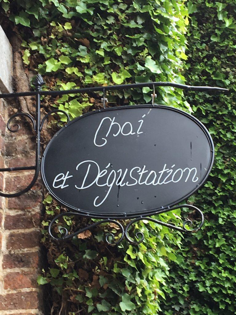 Les vins bio belges du château de Bioul. le chai, entrée vers le musée.