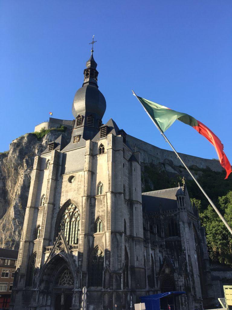 de collegiale Onze-Loeve-Vrouwkerk van Dinant