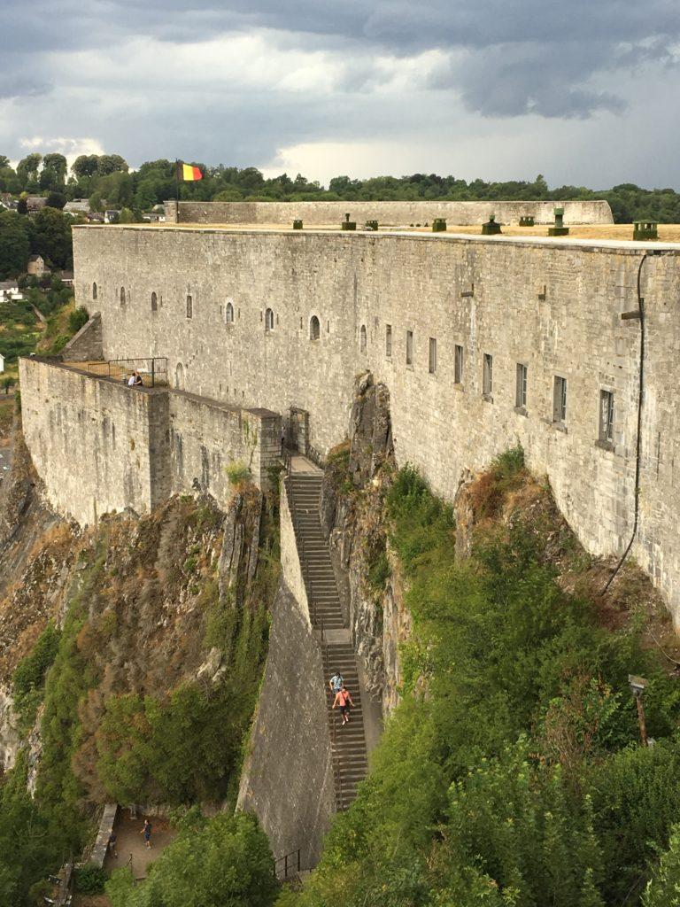 les 408 marches menant vers la citadelle de Dinant
